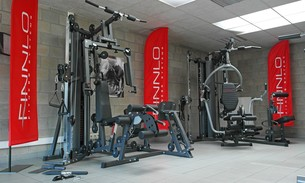 Scava Grobbendonk fitness showroom: Krachtstations van de merken Finnlo, Kettler, Tunturi