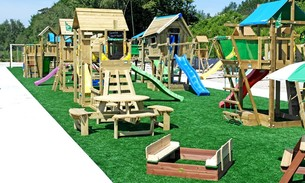 Scava Grobbendonk outdoor showtuin: Zandbakken, picknicktafels en speeltoestellen van de merken AXI, Bear County, Jungle Gym