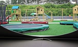 Scava Grobbendonk outdoor showtuin: Trampolines en speeltoestellen van de merken BERG, Jungle Gym, Boisy
